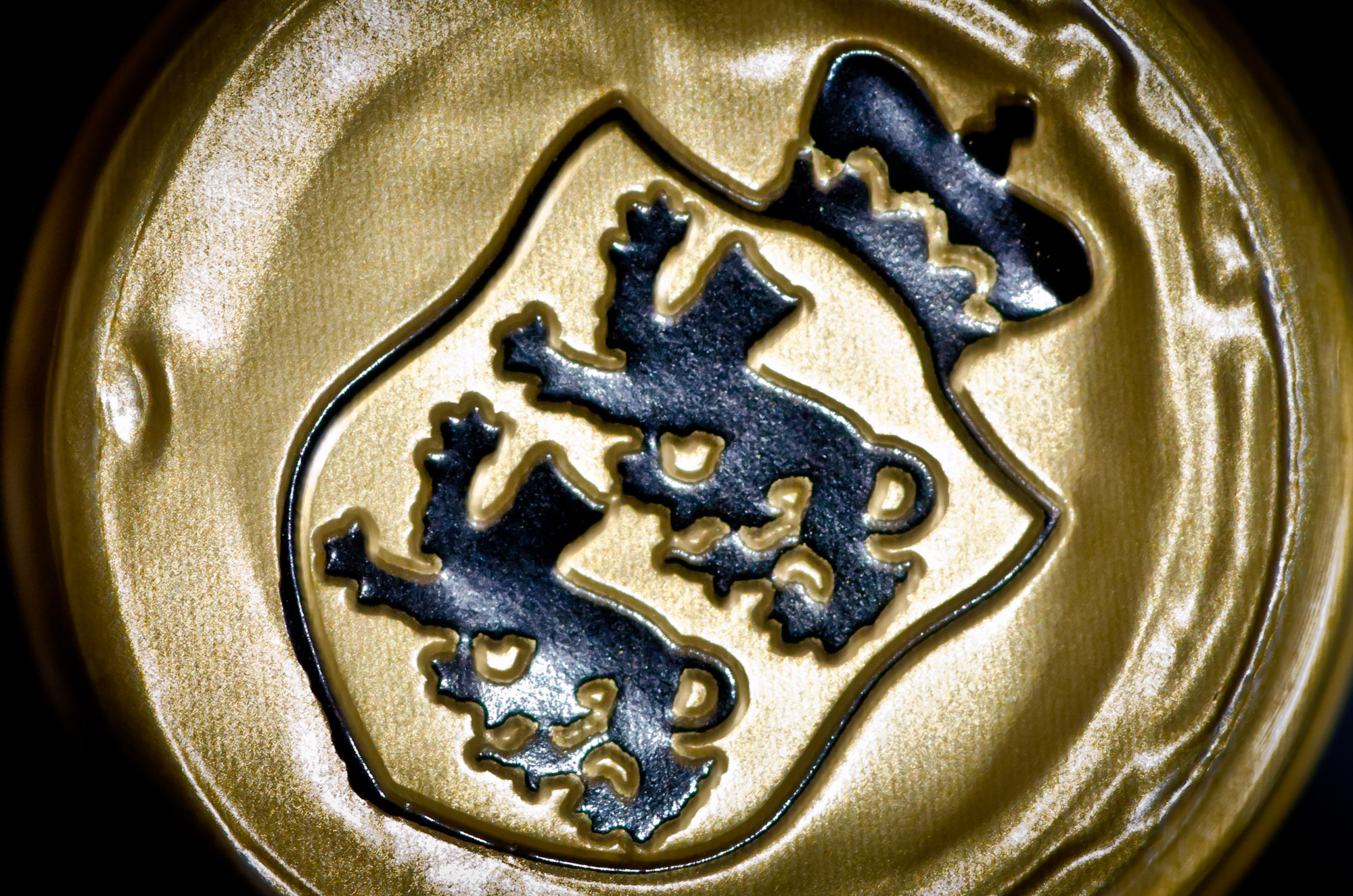coat of arms - capsule detail