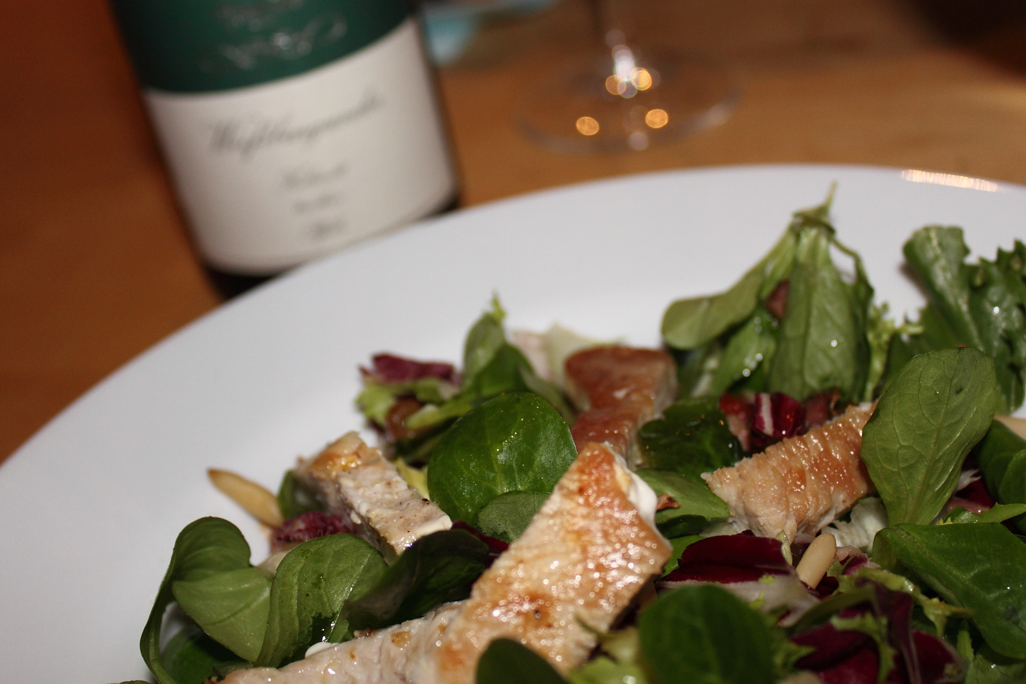 At your service, salad! Pinot Blanc, the discreet background companion